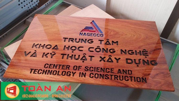 biển công ty bằng gỗ