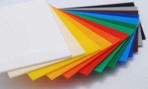 Biển quảng cáo mica có màu sắc đa dạng và bắt mắt